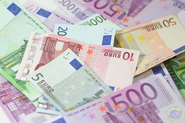 pinigai refinansavimui